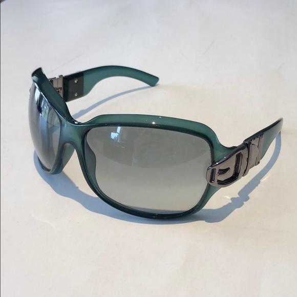 Gucci women's green /silver buckle sunglasses